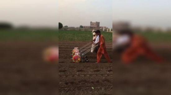China Hand Push Manual Corn Planter For Seeds Fertilizer China