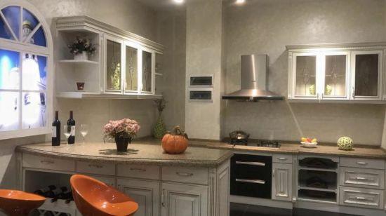 Lichtgrijze Hoge Glanzende Keukenkast