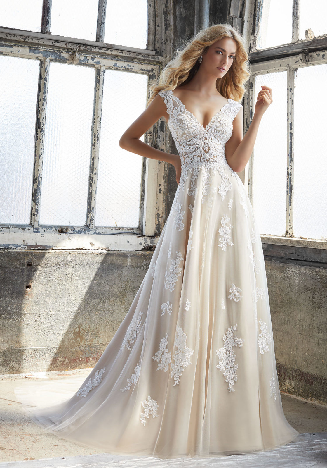 China Tulle Appliqued Bridal Gown Cream Lace Beach Traveling Garden ...