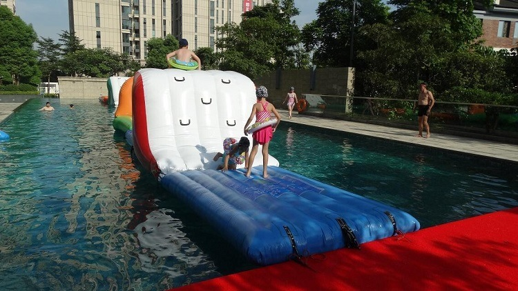 New Inflatable Water Obstacle Course for swimming Pool pictures & photos