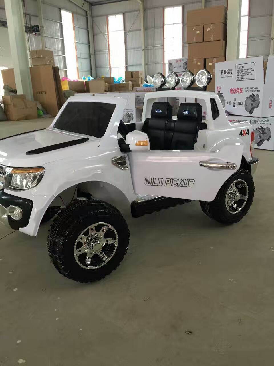 Stunning 2 Seater Big SUV Style 12V Battery Operated Car for Kids with Music Lights Doors MP3 and Remote Control Ride on LC-Car017 & China Stunning 2 Seater Big SUV Style 12V Battery Operated Car for ...