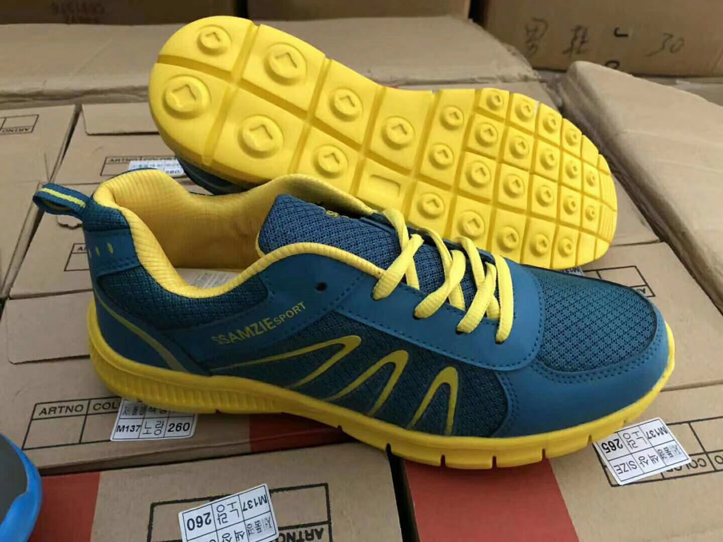 New Stocks for Women and Men′s Sport Shoes, Men′s Shoes, Women and Men′s Casual Shoes, Footwear. Fashion Style for Men′s Shoes. 11000pairs