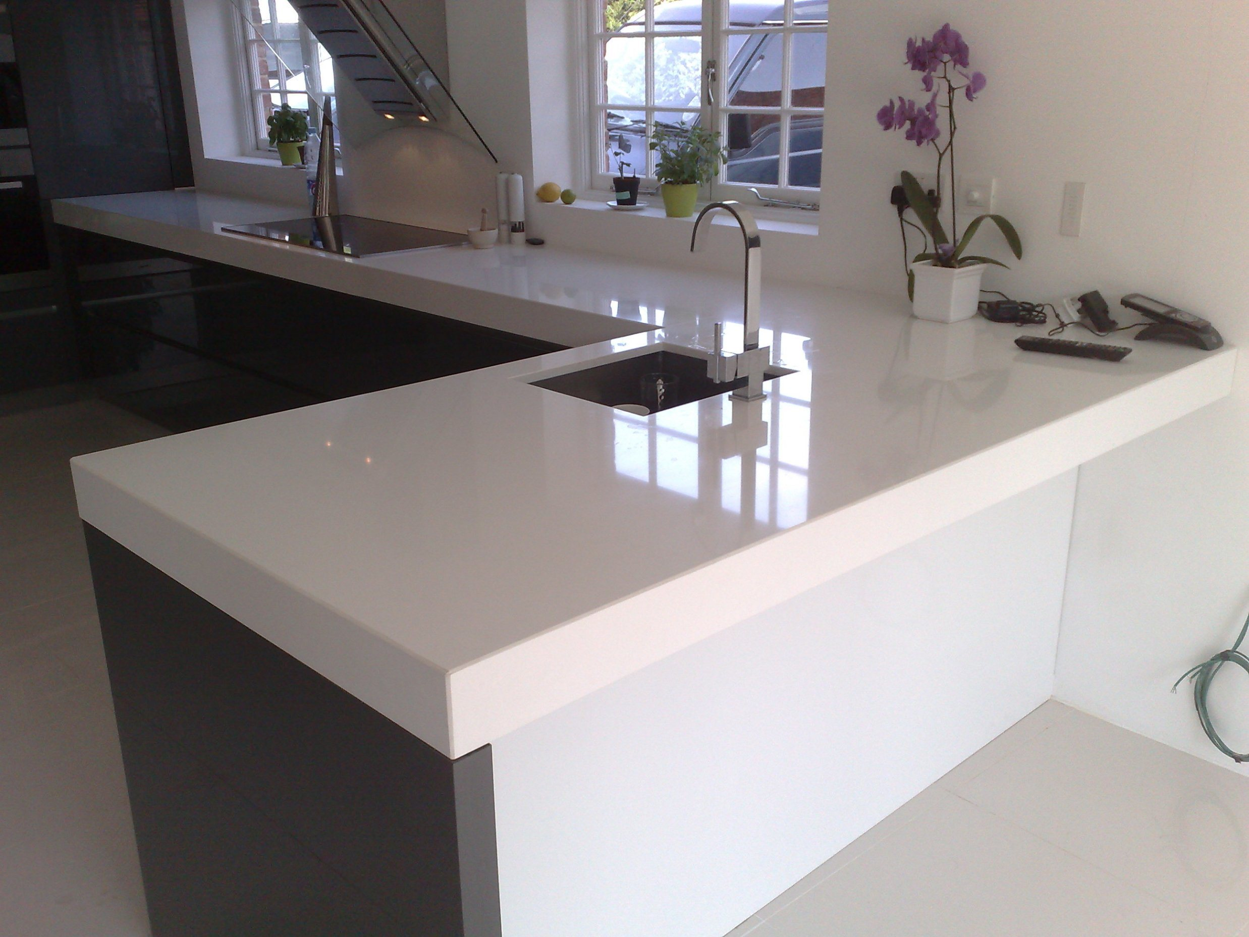 China prefabricated solid surface corian quartz stone table top