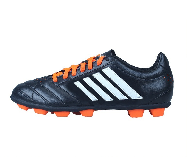 China Football Shoes for Men for Sale