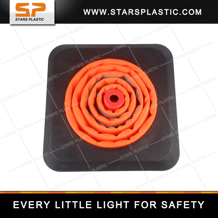 Heavy Duty PVC Collapsible Traffic Cone with Rubber Base and LED Light pictures & photos