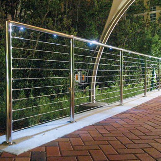 China Modern Metal Fence Stainless Rails Balcony Railing Photos