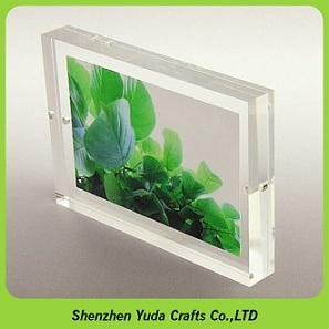 China Clear Free Standing Photo Block Frame Acrylic 5x7 Magnetic