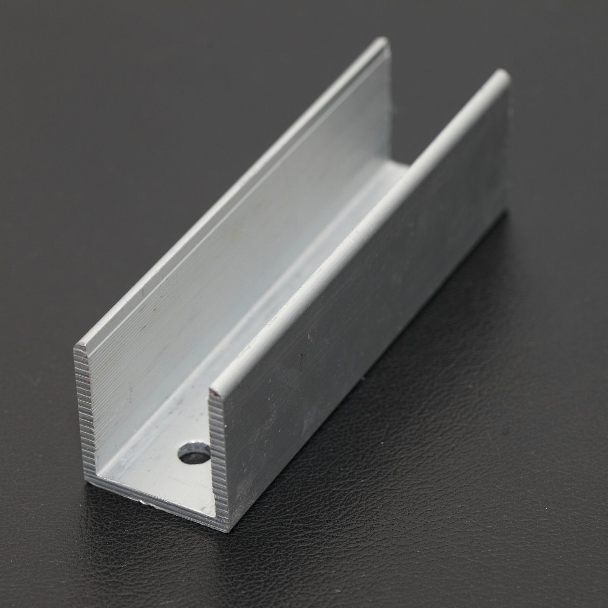 China Aluminum Extrusion 6063 T5 Aluminum U Channel