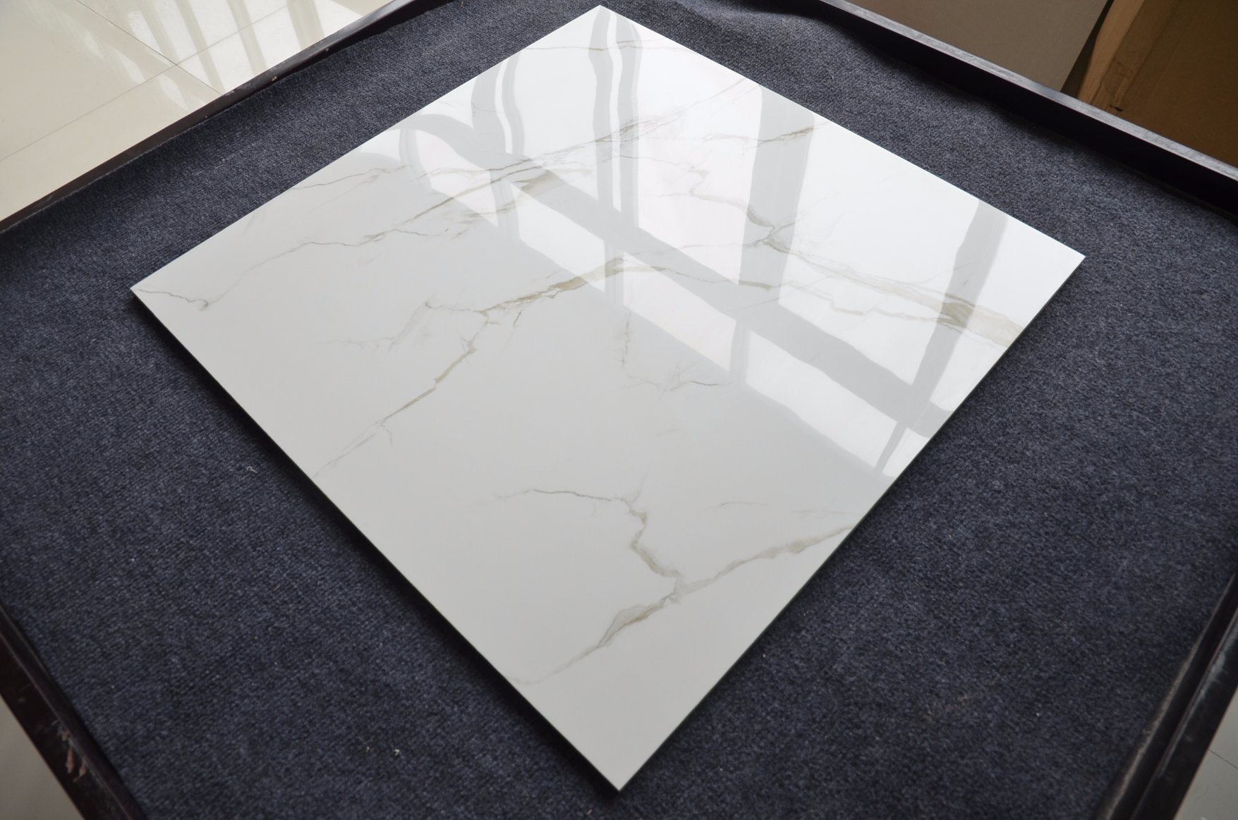 China Glossy Polished White Floor Ceramic 60x60 Italy Comfort Room