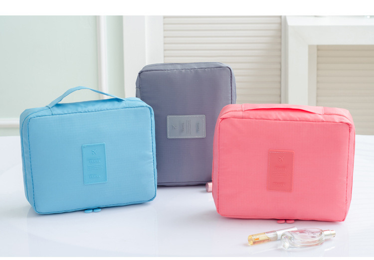 China Luxury Waterproof Handle Multiple Compartments Nylon Zipper Travel Makeup Cosmetic Bag