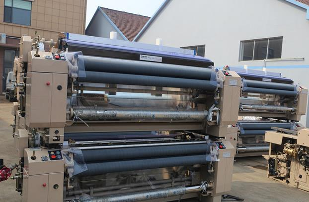 Yc851 Water Jet Loom and High Speed Weft Density Textile Machine pictures & photos