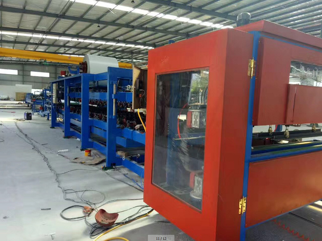 EPS/ Rock Wool Sandwich Panel Production Line pictures & photos
