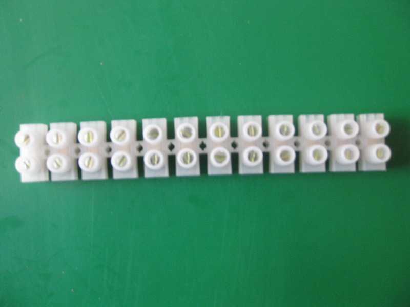 China 60amp Plastic White Screw Terminal Block Strip