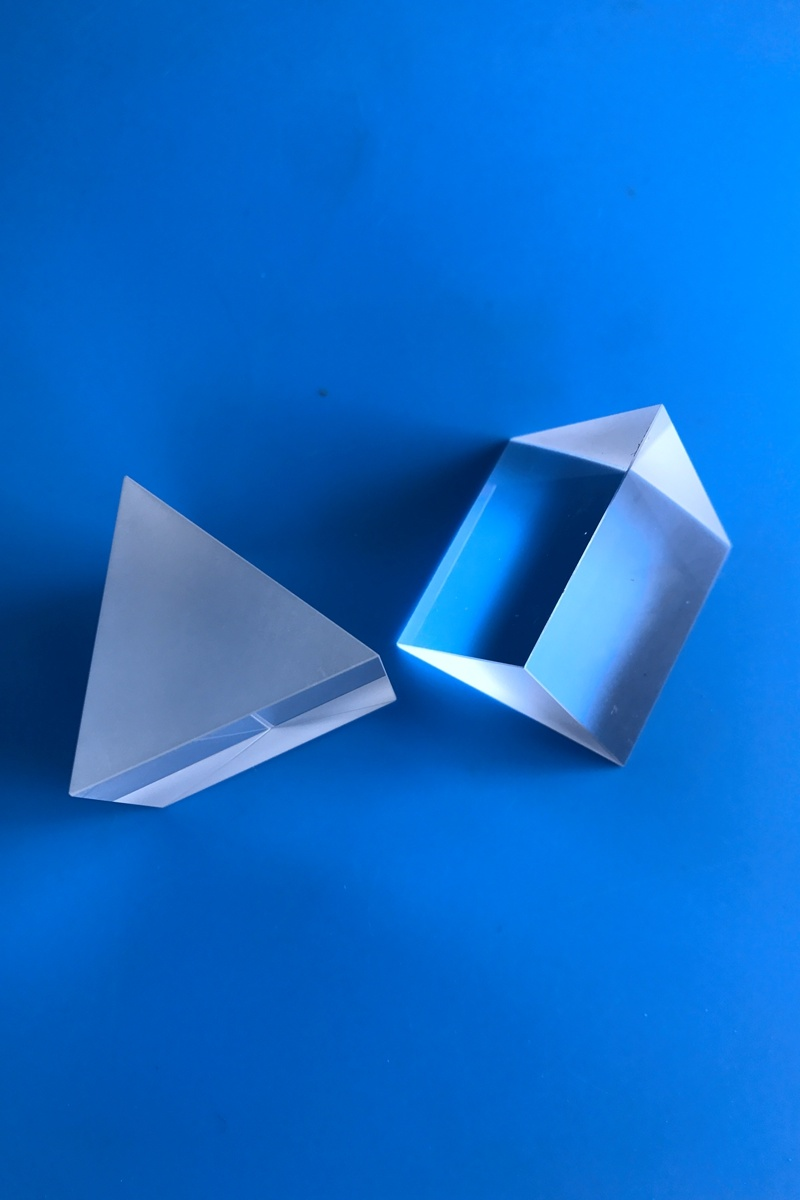 The prism is a kind of Angle triangular wedge lens with a special shape