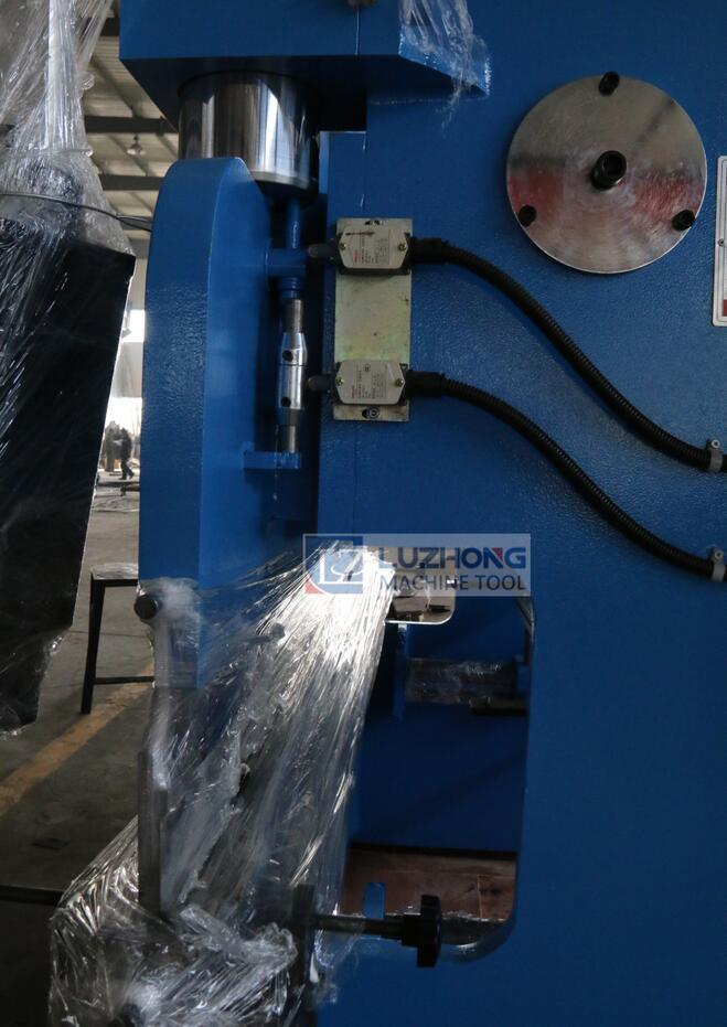 Bending Machine Wc67k Series Hydraulic CNC Press Brake pictures & photos