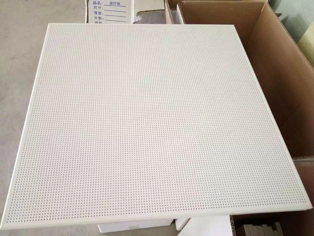 China Sound Absorption Insulation Glass Wool Ceiling Tile Photos