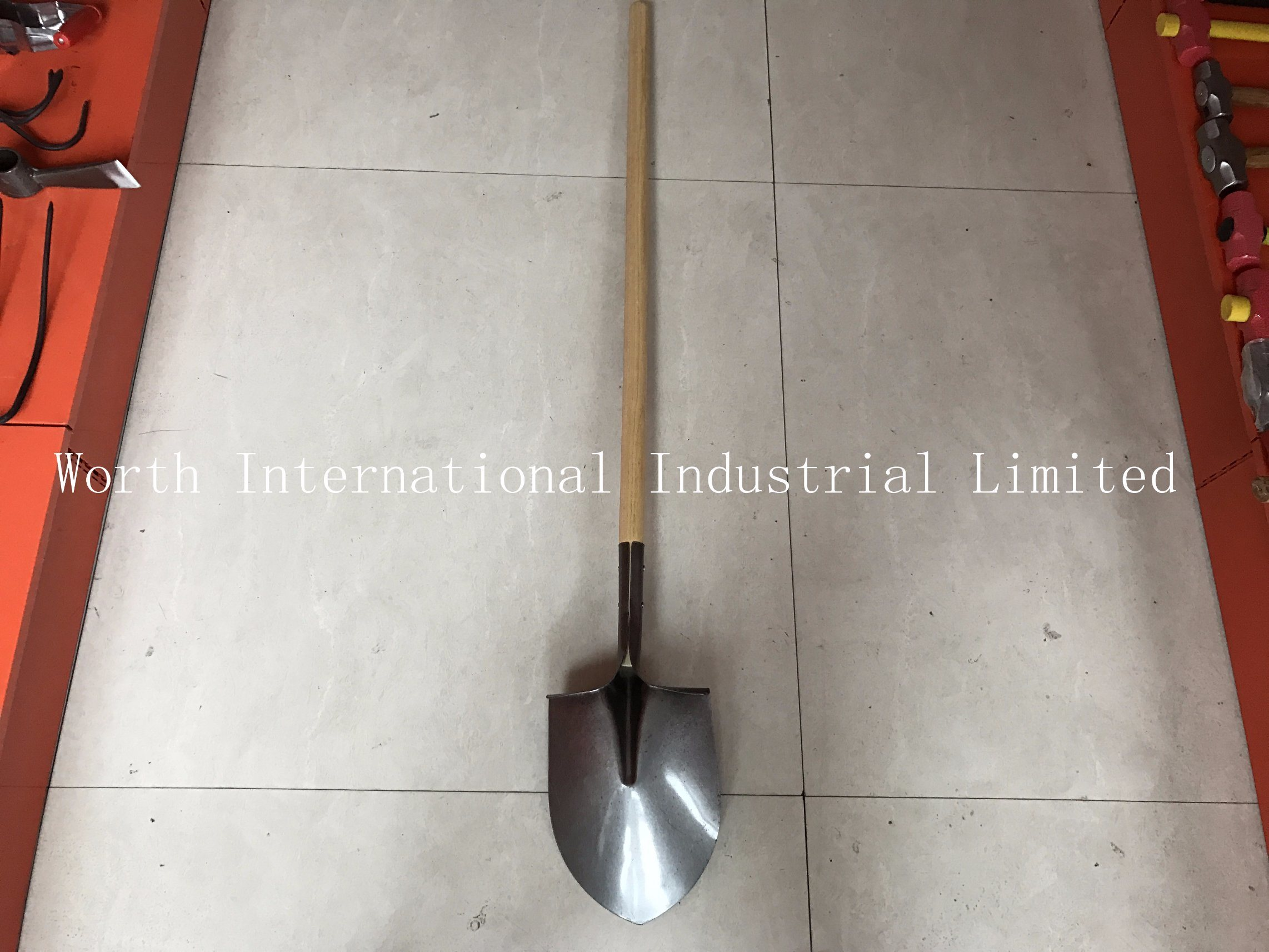 Long Wood Handle Shovel with First Grade Hard Wood Handle pictures & photos