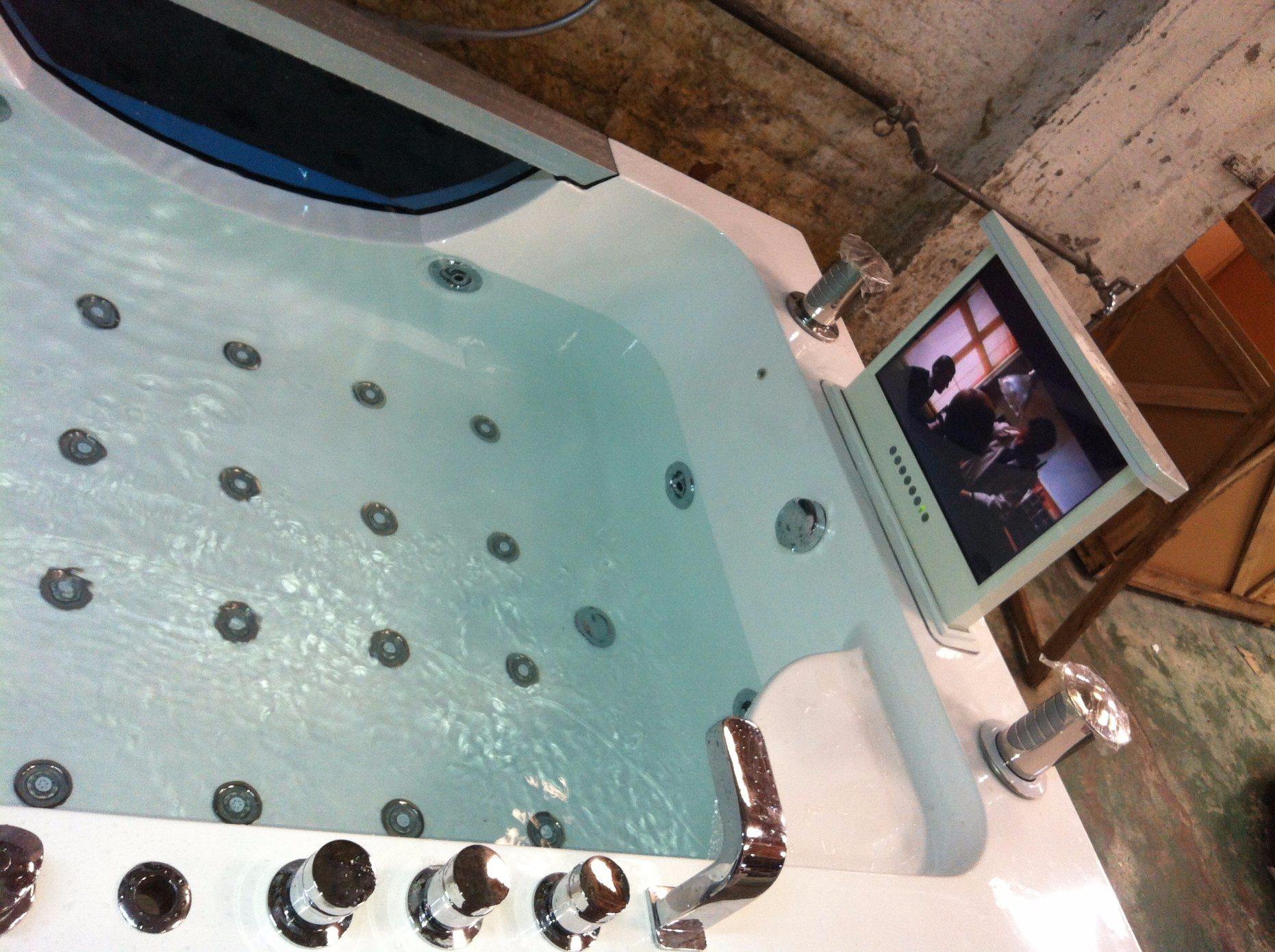 China Singapore Style with Air Jets Luxurious Massage Bathtub ...