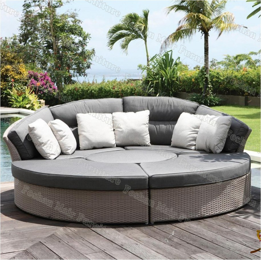 Curved Rattan Garden Sofa: China Cozy Rattan Day Bed, Outdoor Sofa Bed, Round Sofa