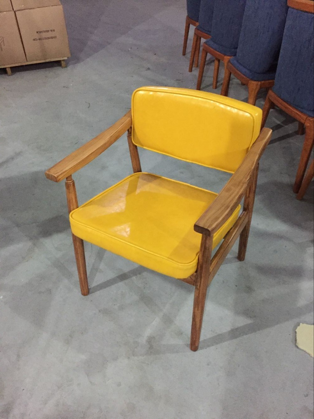 China Fresh Yellow Color Leather Cafe Solid Wood Restaurant Chairs China Restaurant Chairs Restaurant Wooden Chairs