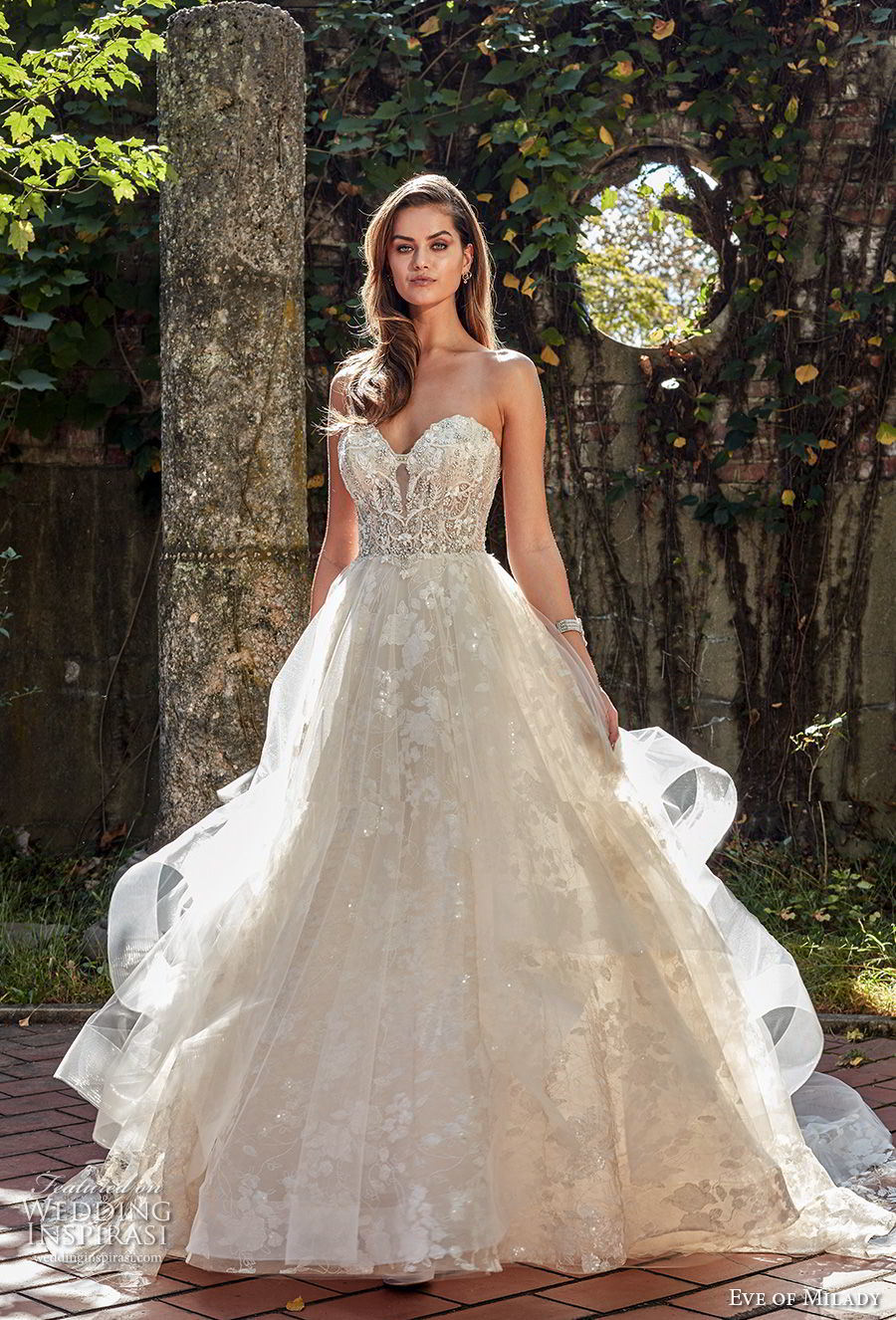 China A Line Wedding Dress Strapless Shinny Party Prom Dresses