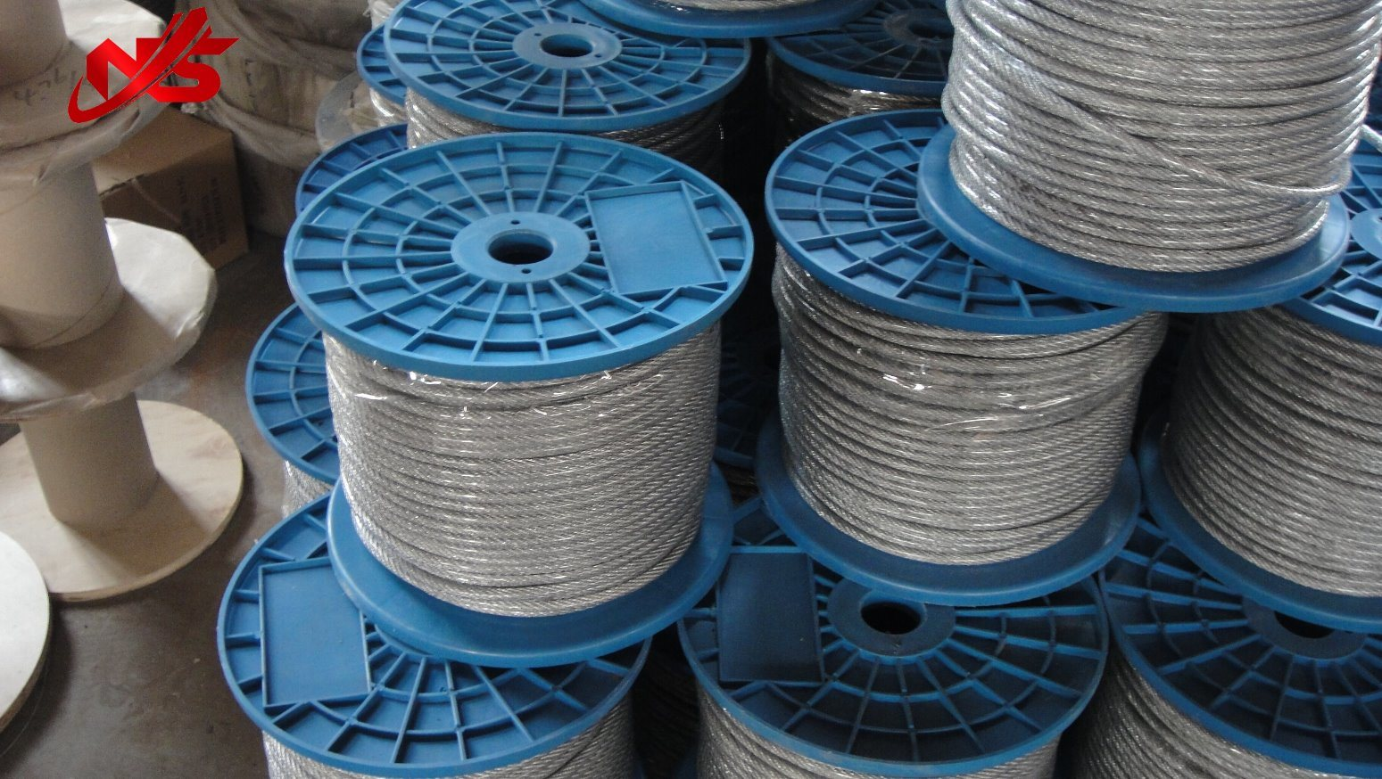 China 100% New White PVC Coated Galvanized 6X19 3.18mm Steel Wire ...