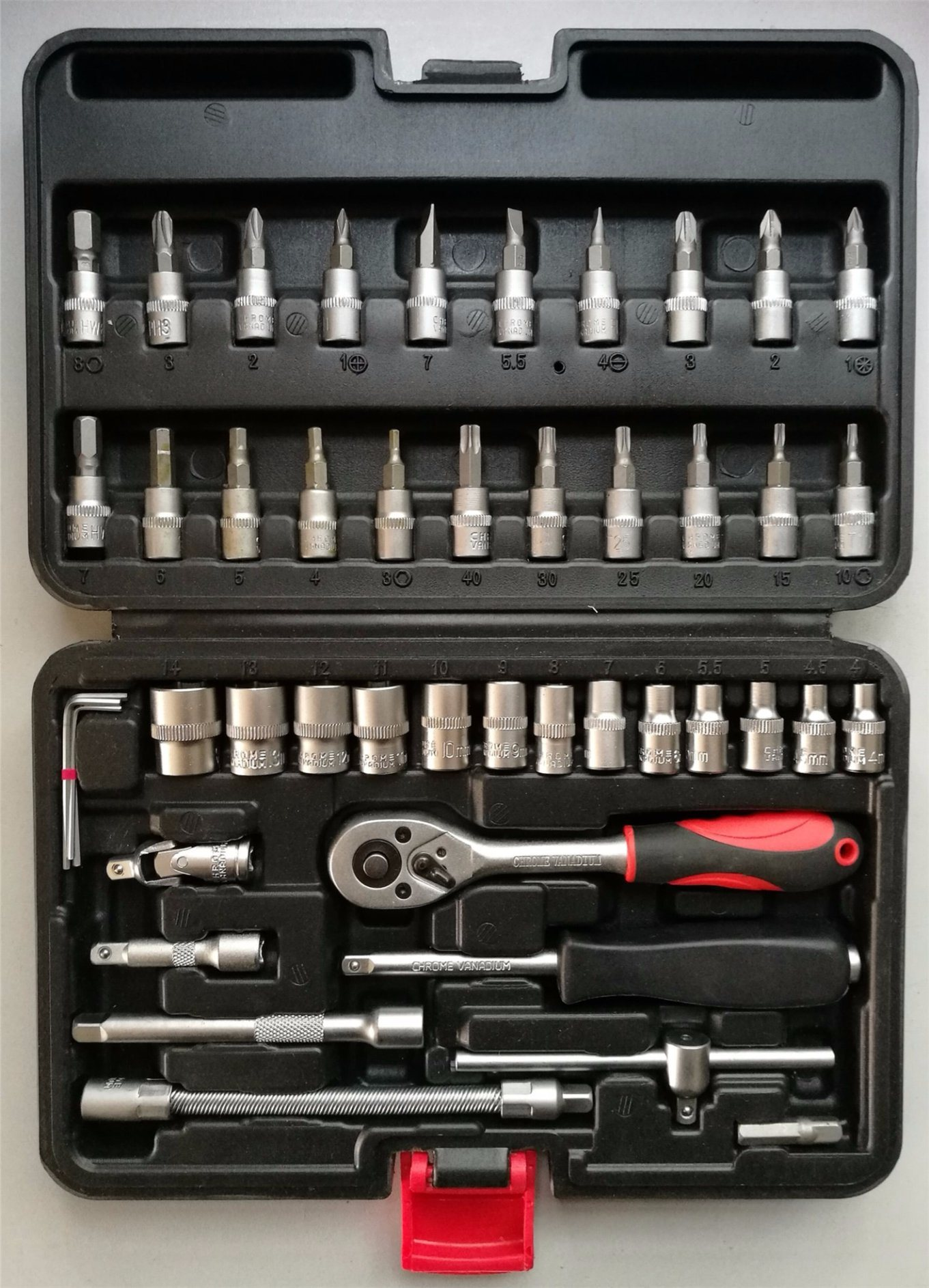 46PCS Professional Socket Set in Blowing Case (FY1046B1) pictures & photos