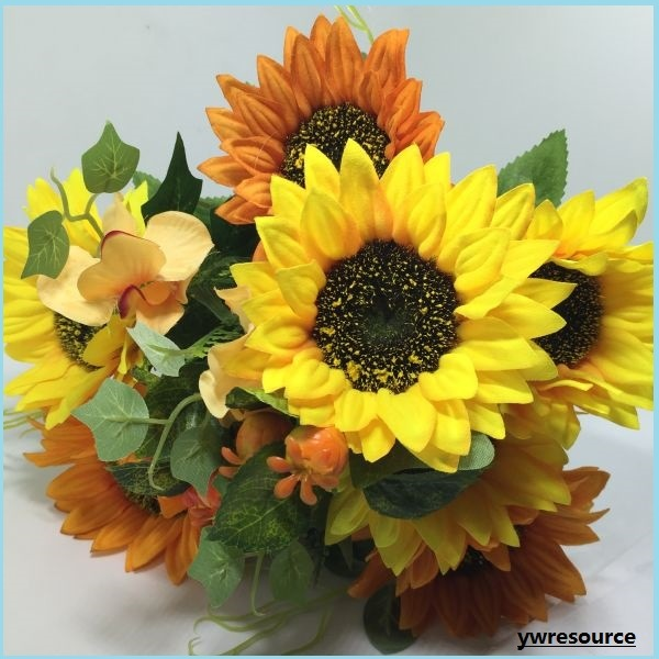 China Cheap Silk Artificial Flowers Fake Sunflowers for Home Weeding Decoration - China Wedding Decoration, Fake Flowers