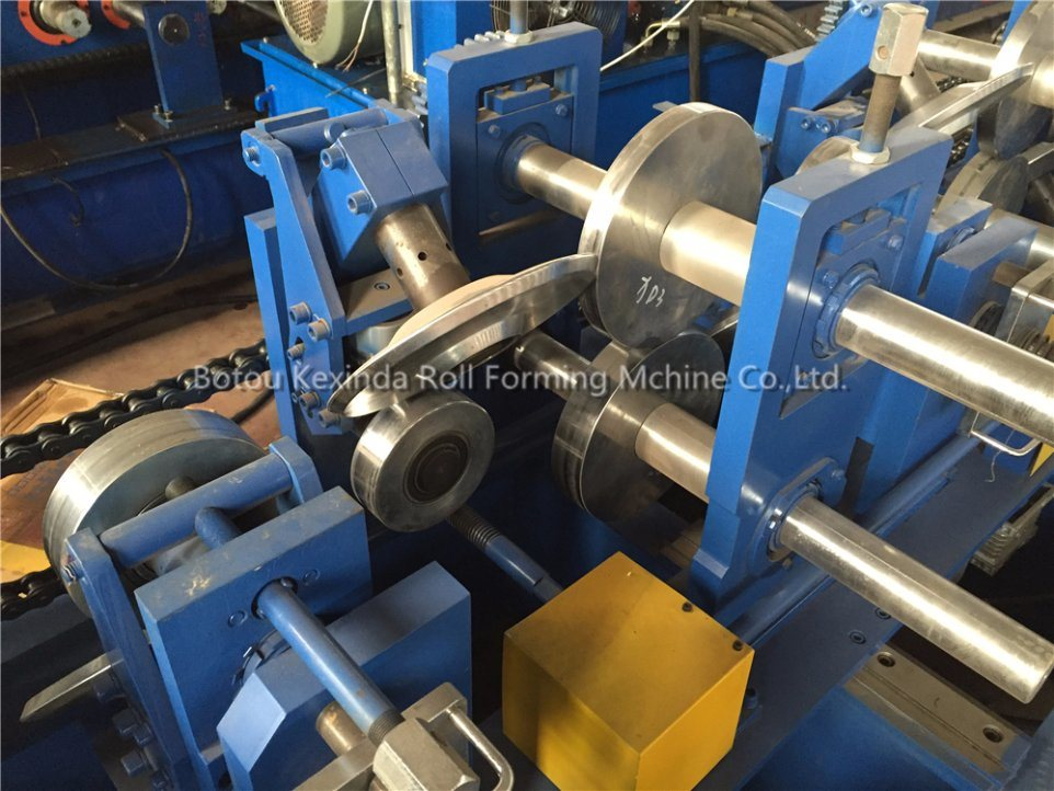 Integrate CZ Purllin Forming Machine/ CZ Type Channel Steel Purlin Roll Former pictures & photos