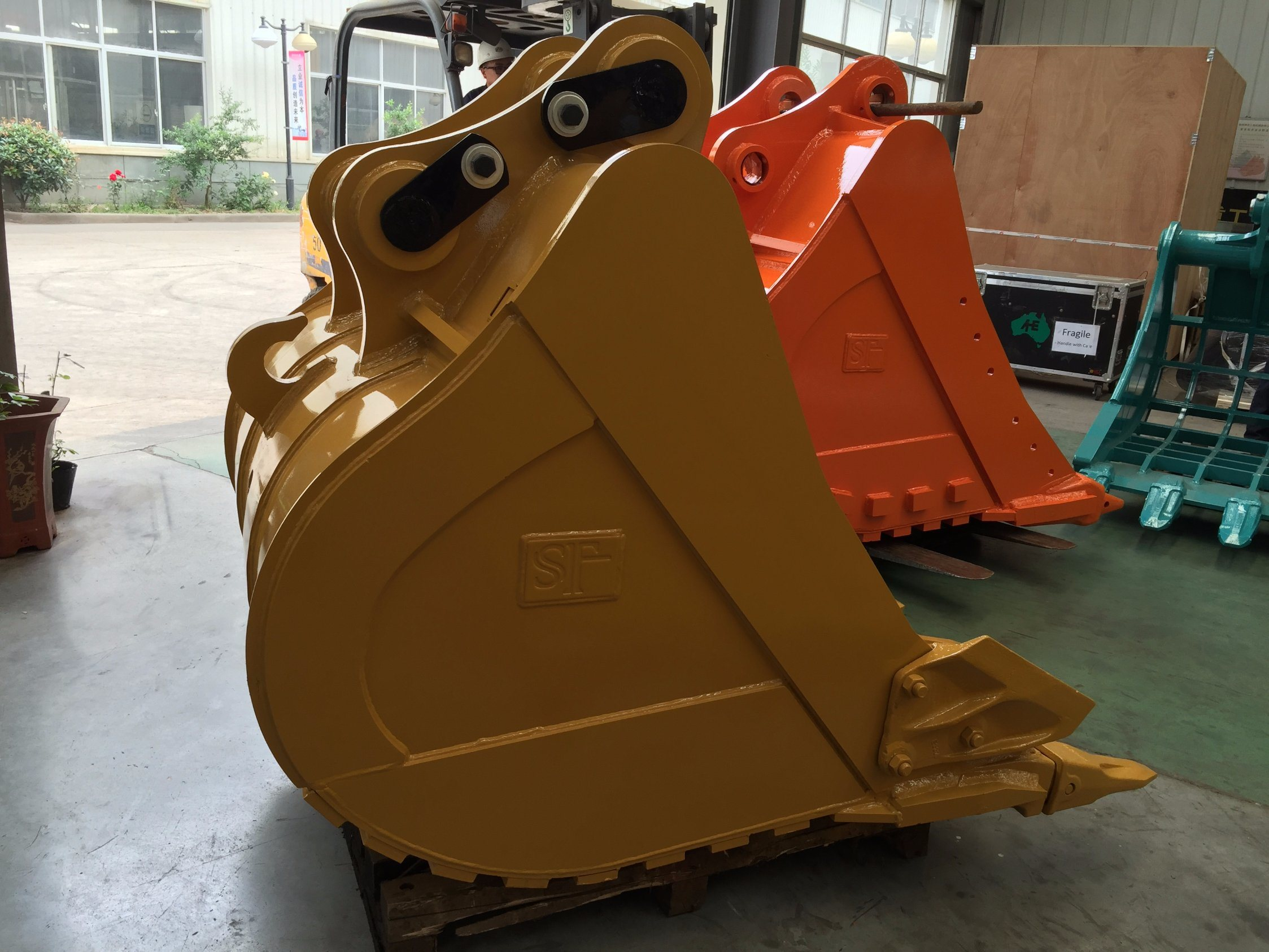 Heavy Duty Bucket for 35-40t Excavator pictures & photos