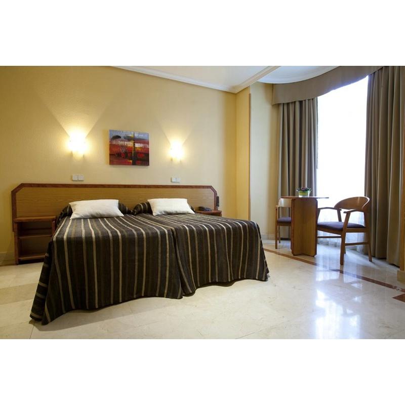China Latest Imported Furniture Oem Teak Wood Complete Hotel