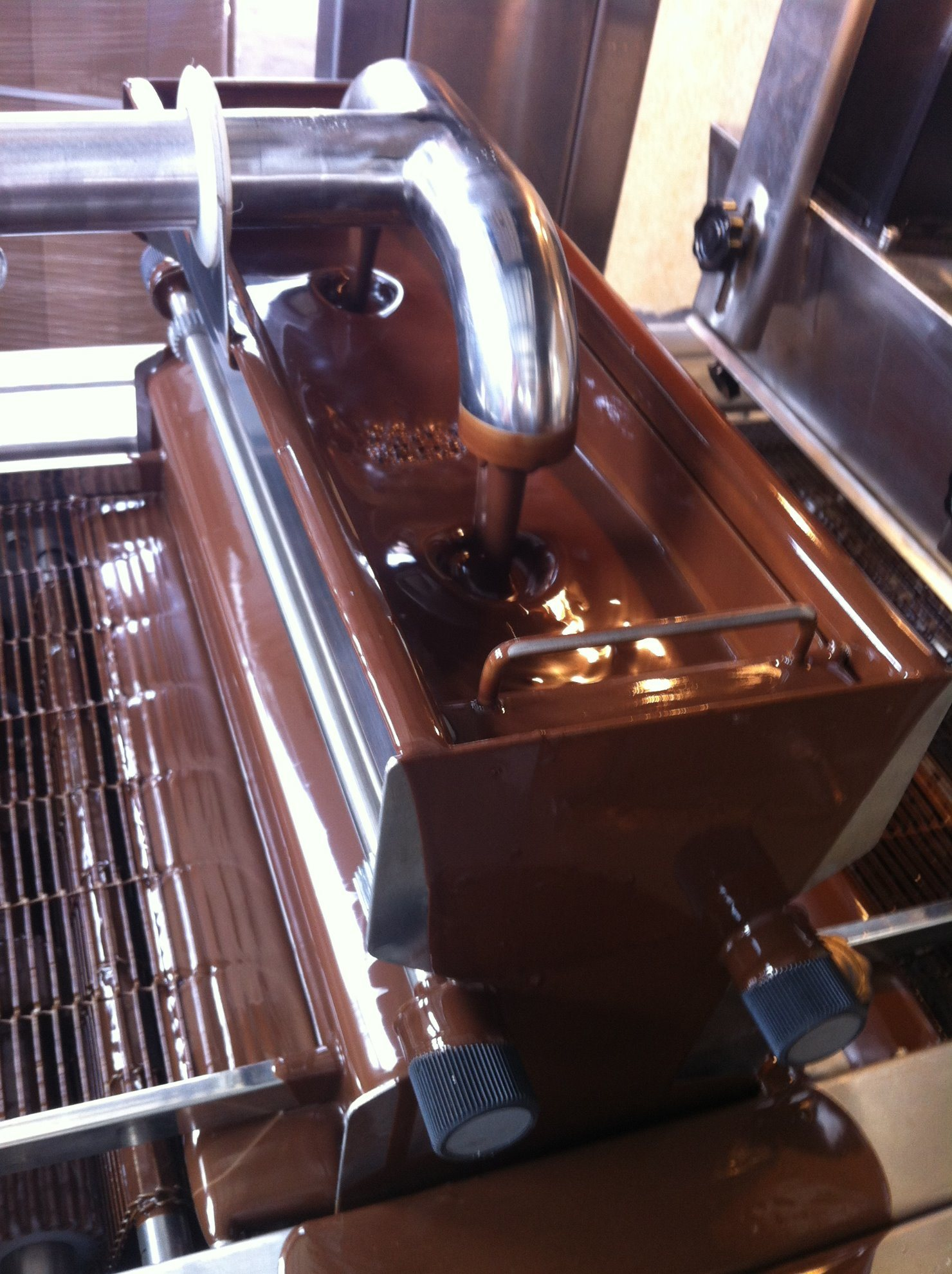 Tn400-1000 Chocolate Enrobing Machine pictures & photos
