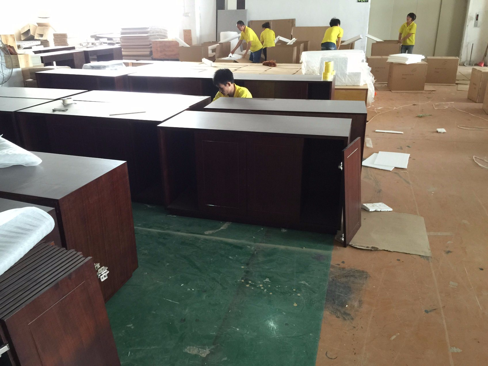 Foshan Luxury Hotel Bedroom Furniture/Luxury Kingsize Bedroom Furniture/Commercial Hotel Furniture/Double Hospitality Guest Room Furniture (CRHN-00178) pictures & photos