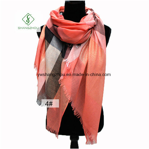 Western Style Spun Gold Plaid Shawl Fashion Lady Scarf Factory pictures & photos