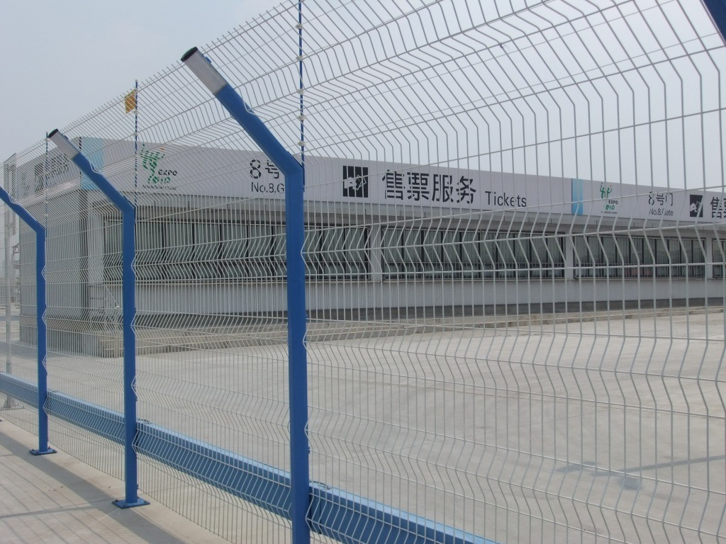 China Metal Security Welded Wire Mesh Fence Airport Fence Photos ...