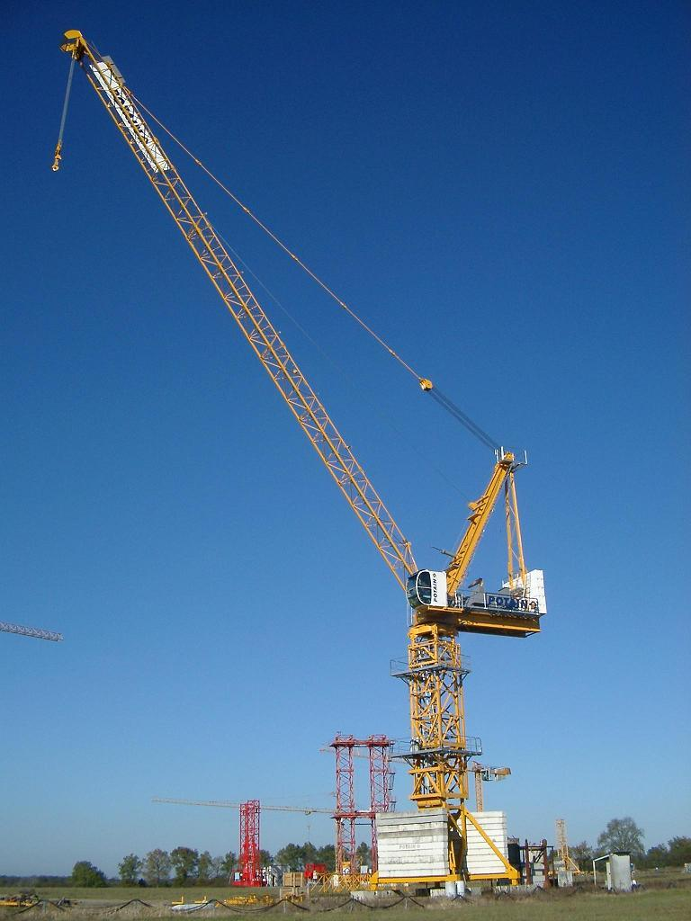 China Luffing Tower Crane With 12t Max Load Qtz220 Lf12