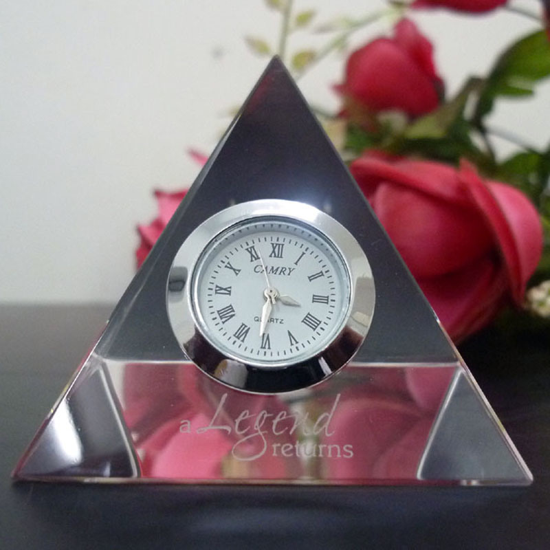 Pyramid Glass Crystal Clock with Logo Sandblast for Office Decoration