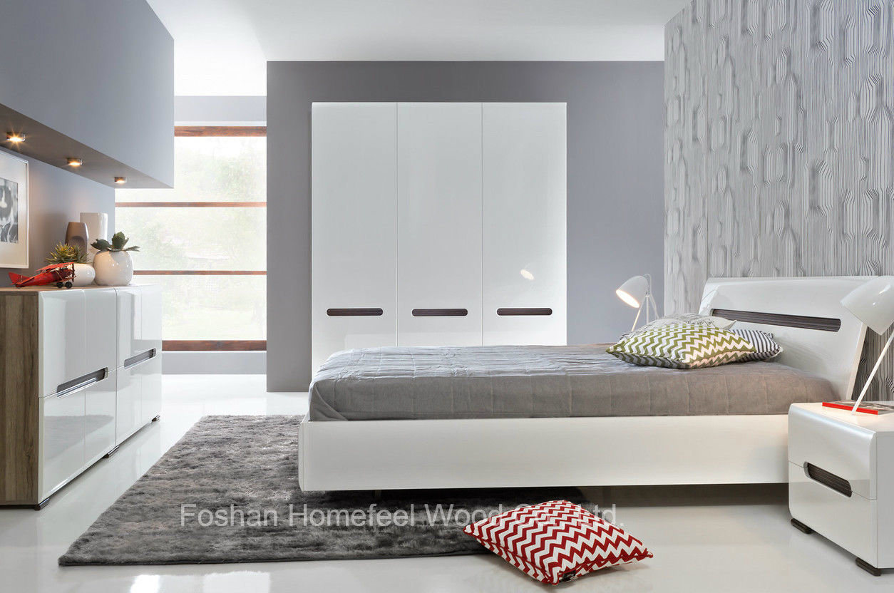 China New Design White High Gloss Bedroom Set (HF-EY5) - China