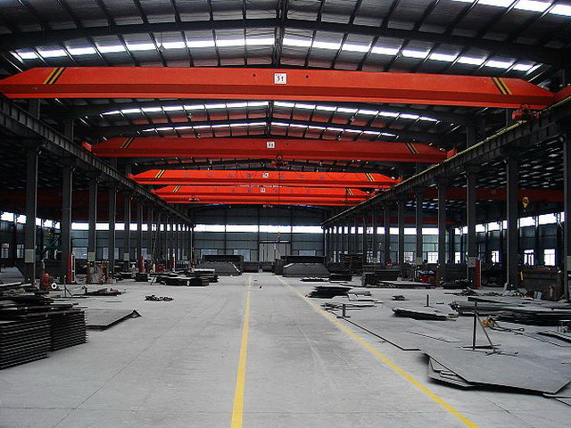 Prefabricated Steel Building with Crane