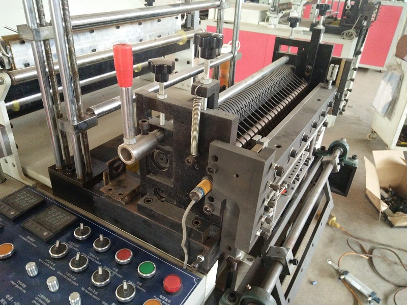 Dual Drive Full Automatic T-Shirt Bottom Sealing Bag Making Machine pictures & photos