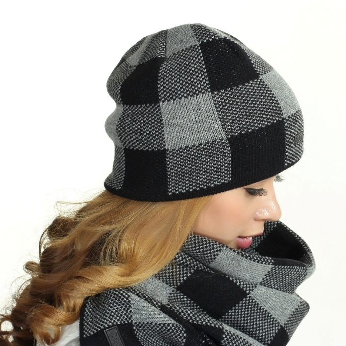 Winter Knitted Earflaps Beanie Hats with Scarf pictures & photos