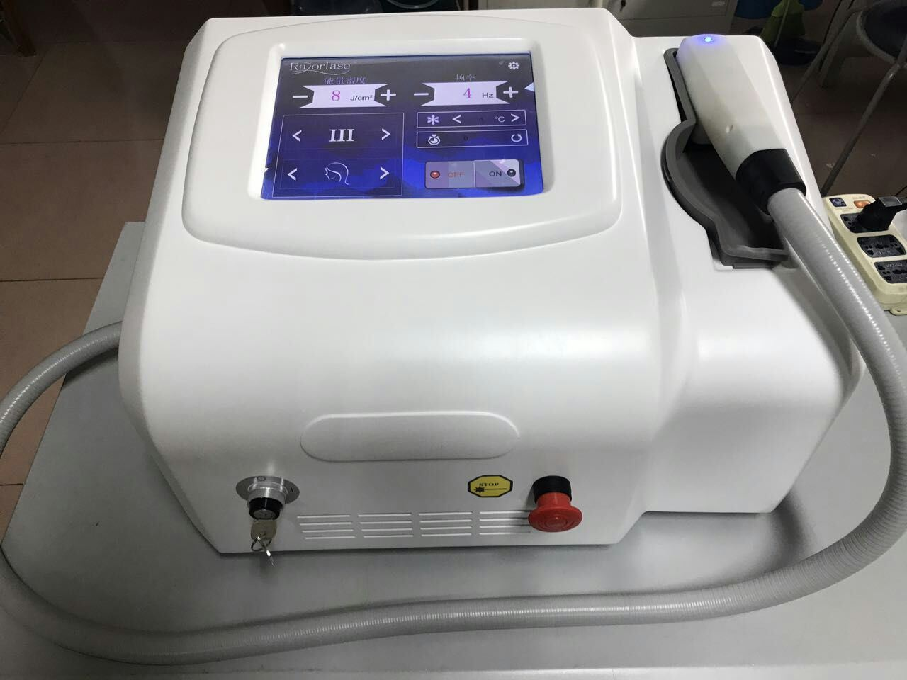 Portable Laser Beauty Equipment 810nm Fiber Coupled Laser Diode/Alma Laser Hair Removal Machine pictures & photos
