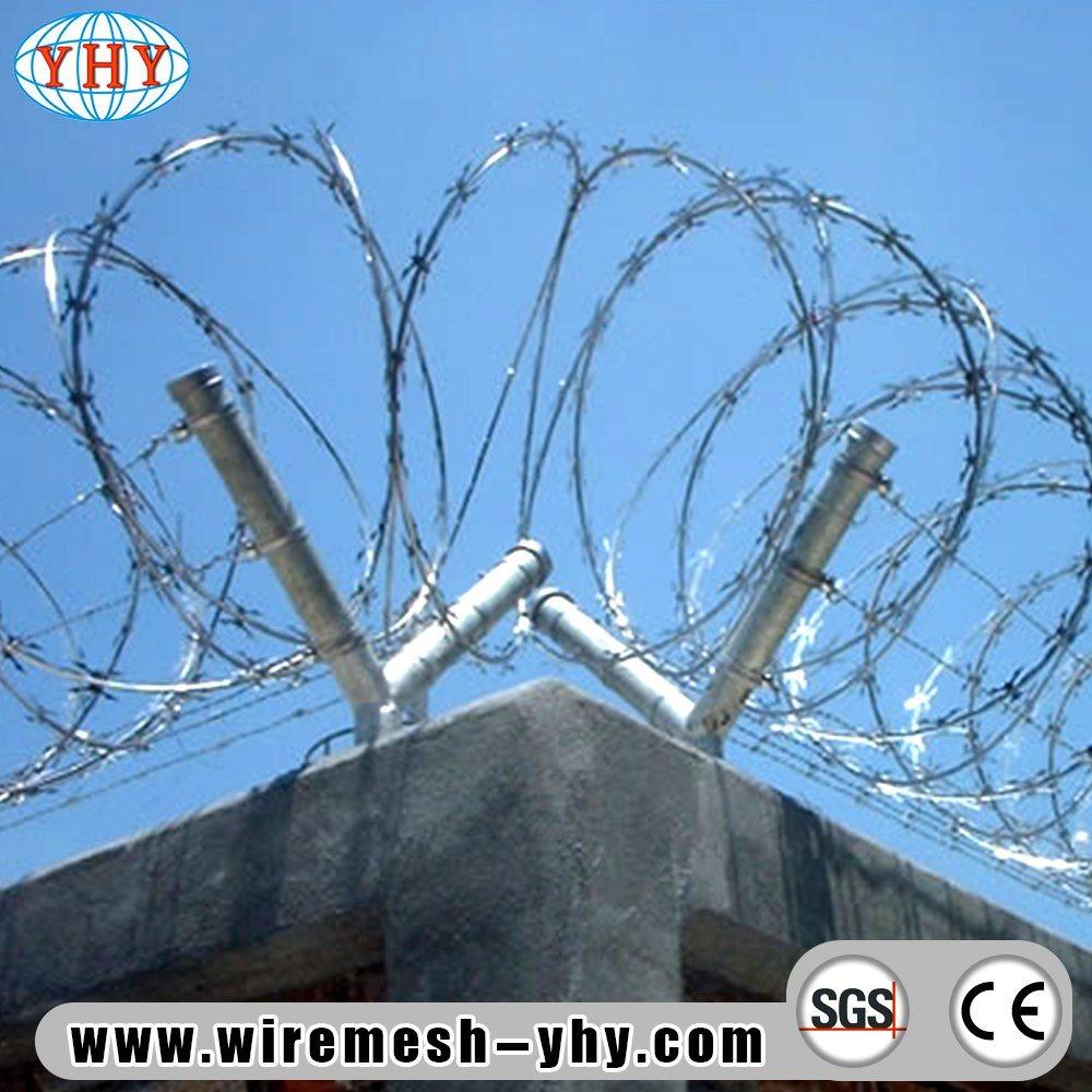 China Galvanized Iron Wire Razor Barbed Fence - China Concertina ...