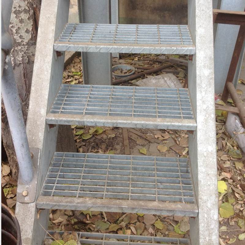 Galvanized Steel Staircases with Steel Grating for Ladder pictures & photos