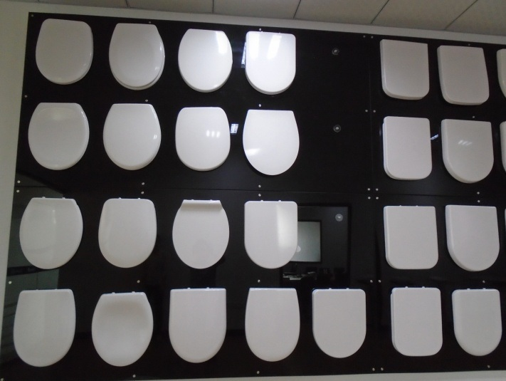 Premium Square White UF Toilet Seat with Wrap Over Design pictures & photos