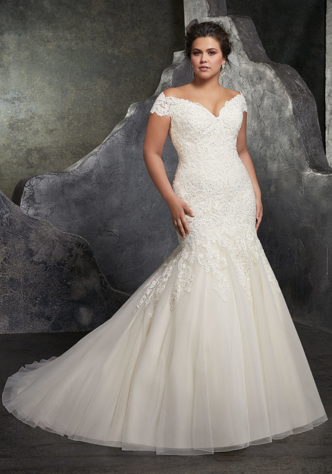 China off Shoulder Bridal Gowns Plus Size Lace Appliques Custom ...