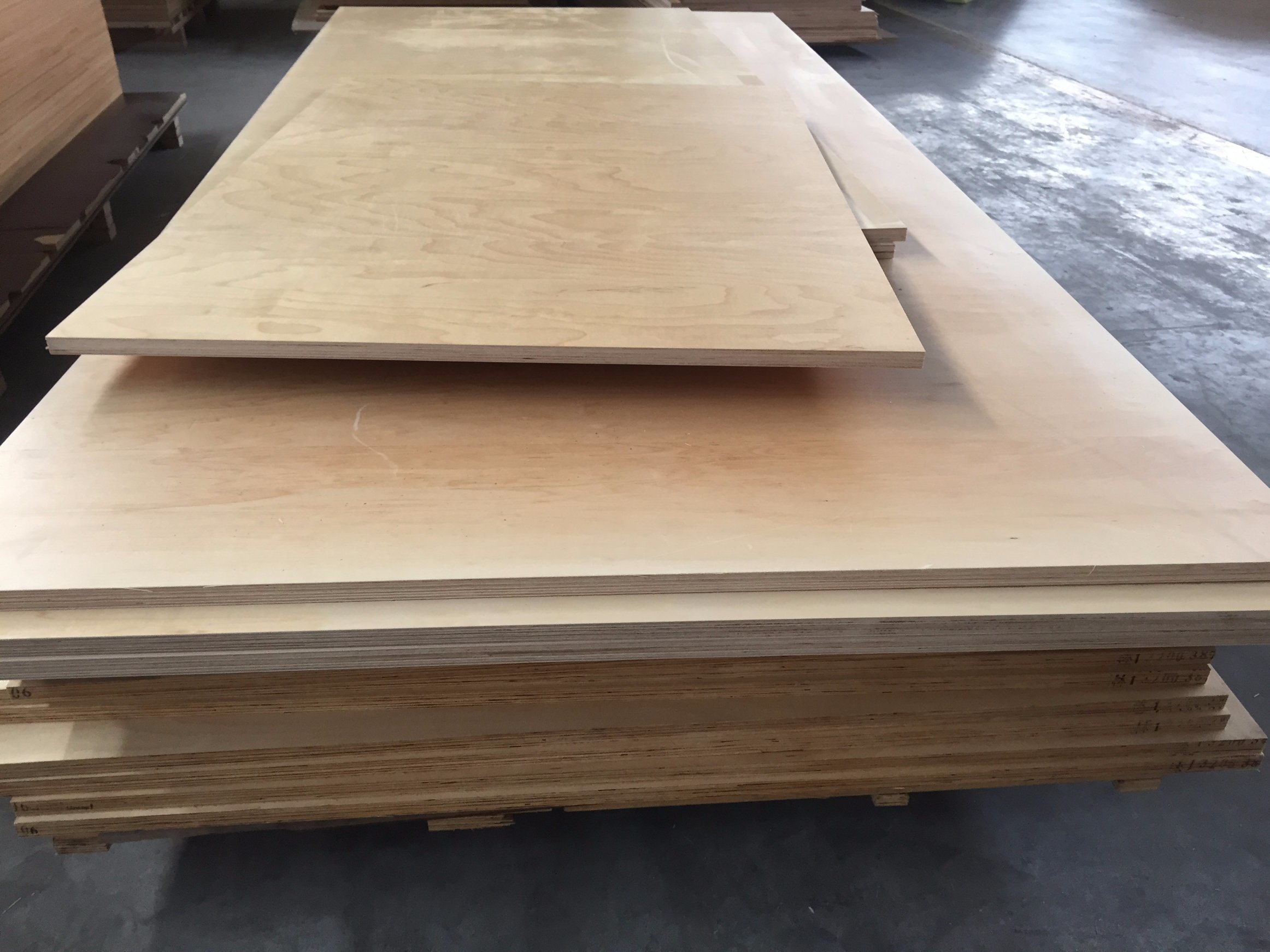 China Wholesale Products 1220*2440 Indoor Cheap Birch Plywood Sheet Prices  For Furniture   China New Design, Good Quality