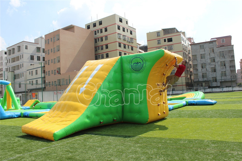Customized Inflatable Water Toys Game Inflatable Float Water Theme Park pictures & photos