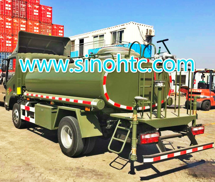 Military 1200 Gallons sprinkler truck / watering cart pictures & photos