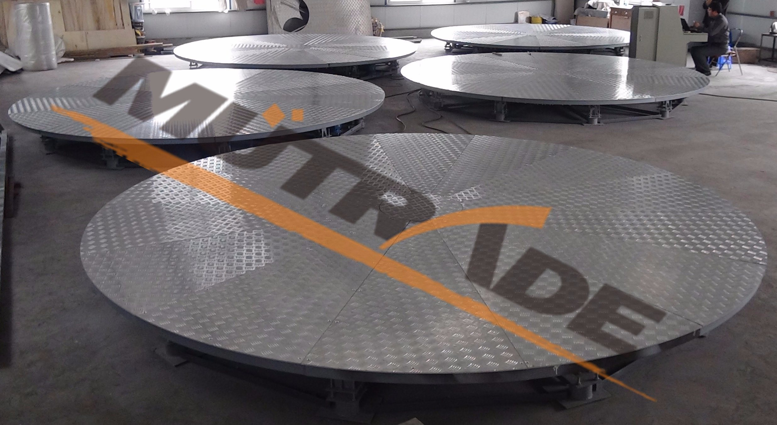 China Automobiles Motor Vehicles Turn Table Plate Car